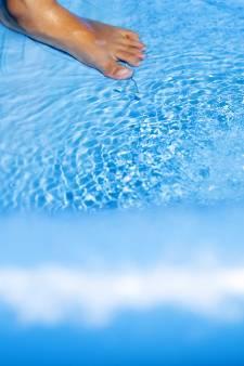 Zoontje (8): 'Papa pakte me bij mijn benen en dipte me in zwembad, ik kreeg geen adem meer'