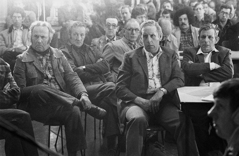 Amsterdam, mei 1981. Werknemers van Van Gelder Papier vernemen de aanstaande sluiting van de fabriek en hun ontslag.  Beeld Hollandse Hoogte / Peter Elenbaas