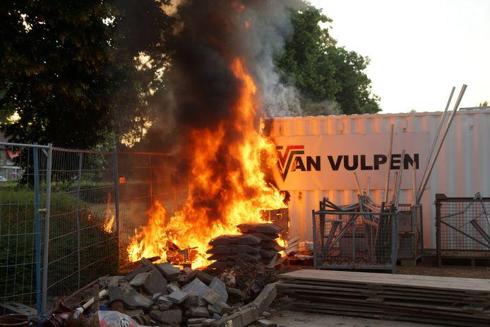 Een container vloog in brand.