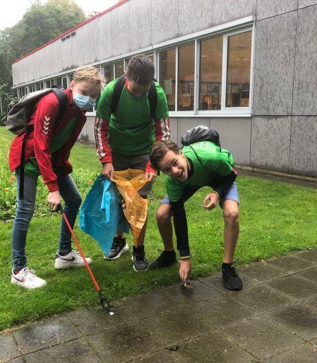 Leerlingen Twickel College maken Hengelo beetje schoner