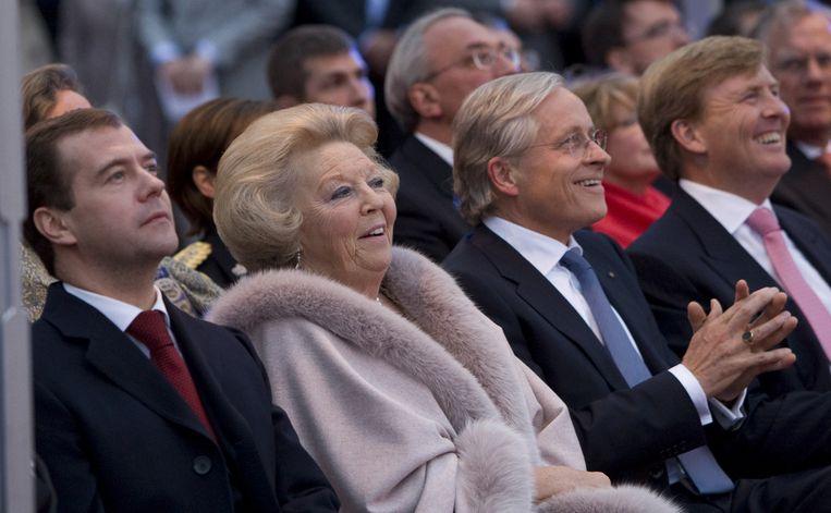 President Medvedev, Koningin Beatrix, Ernst Veen (directeur Hermitage Amsterdam) en kroonprins Willem-Alexander (vlnr) tijdens het concert vrijdagavond bij de opening van de Hermitage Amsterdam.  Foto ANP Beeld