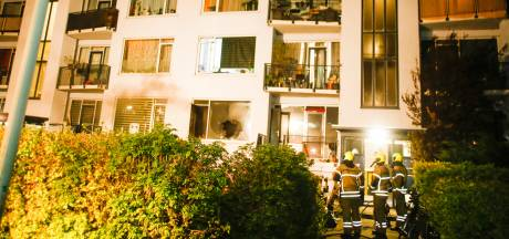Brand in portiekflat Willem Barentszstraat Dordrecht, mogelijk sprake van brandstichting