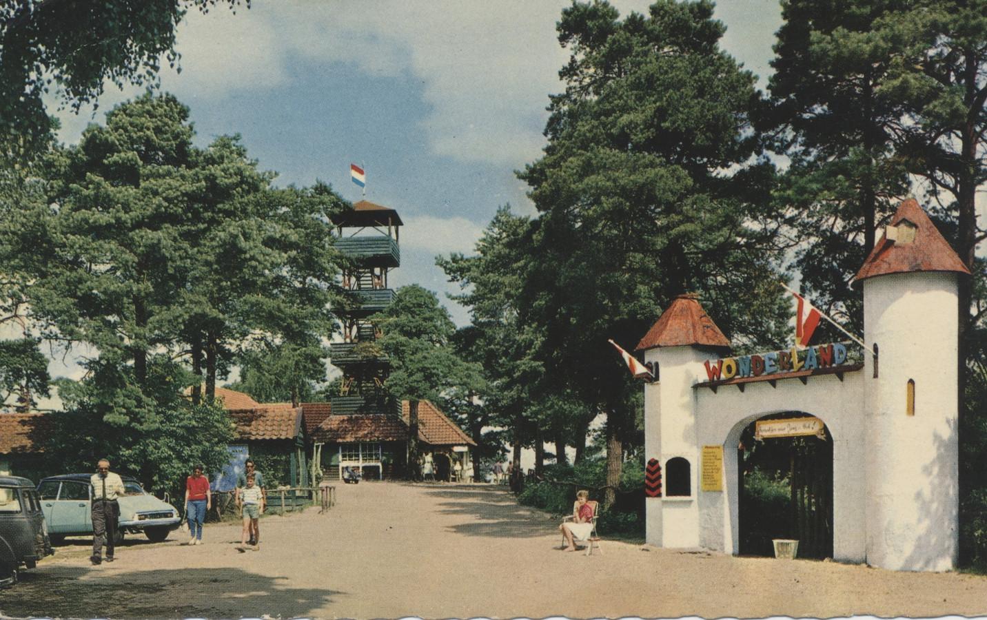 De Sterrenberg met de ingang naar het sprookjesbos Wonderland.