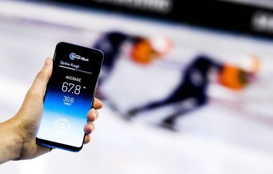 Sjinkie Knegt en Suzanne Schulting trainen in een Samsung SmartSuit.