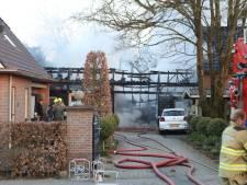 Brand legt schuur achter woning in Ede in de as en verwoest auto