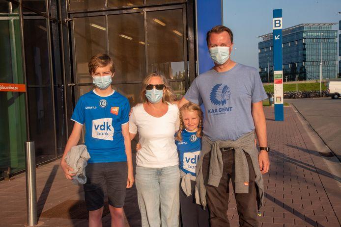 Stefaan Vandendriessche met zijn gezin.