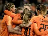 Leeuwinnen met één been op WK na knappe zege op Zwitsers