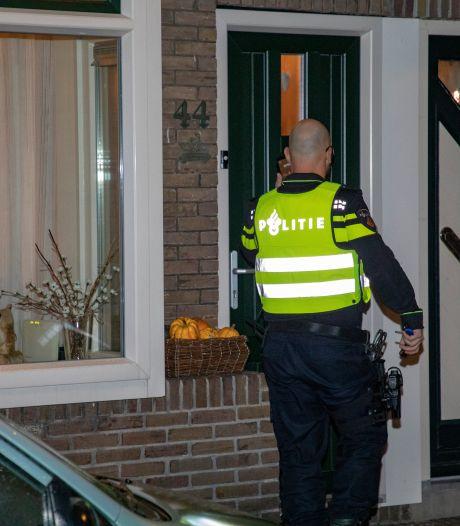 Deventenaar (20) laat politie niet binnen en eindigt op de grond: 'Ik heb niks met agenten'