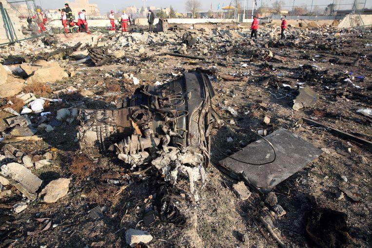 Beelden van op de plek van de crash in Iran. Beeld AFP