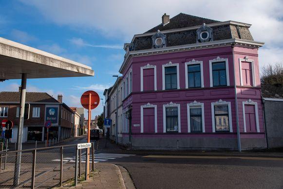 Villa Omaar aan het station van Wetteren.
