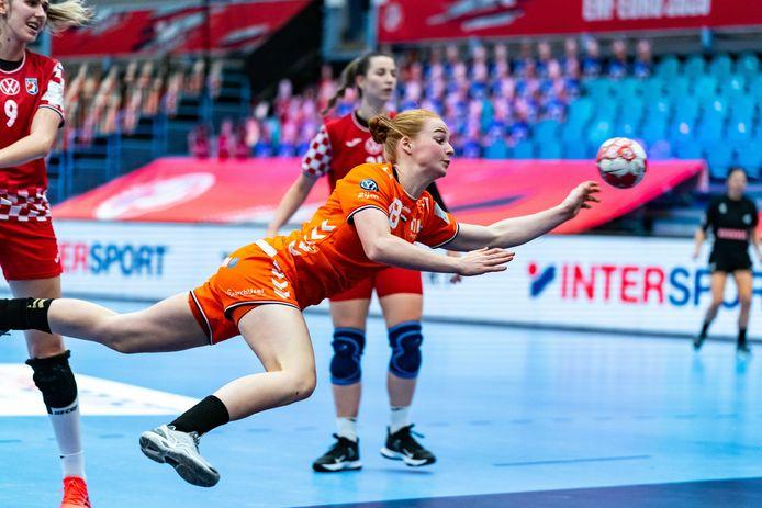 Dione Housheer in actie op het EK tegen Kroatië.