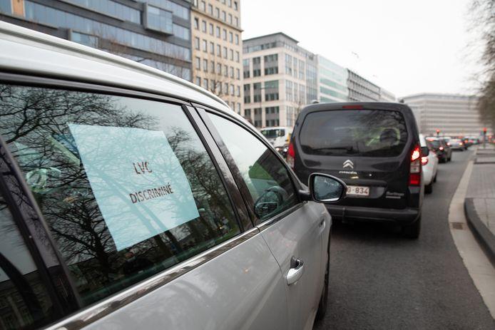 Un cortège de cent chauffeurs LVC a défilé devant le cabinet de Rudi Vervoort ce lundi.