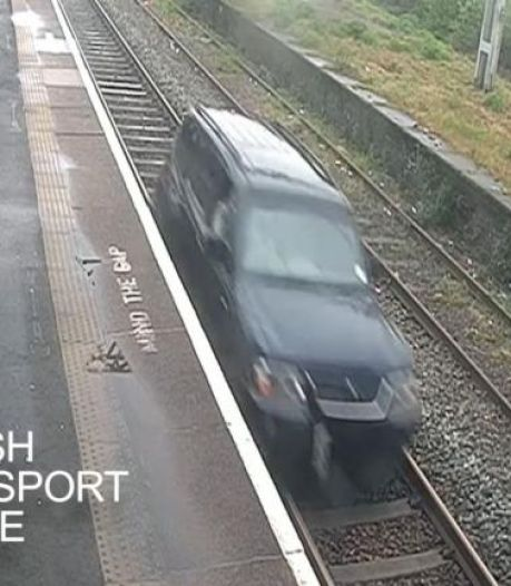 Brit krijgt celstraf omdat hij bijna kilometer lang met zijn auto over treinspoor rijdt