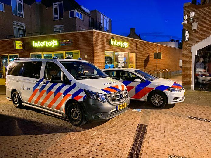 De politie zocht in de omgeving van winkelcentrum de Eglantier naar de verdachte.