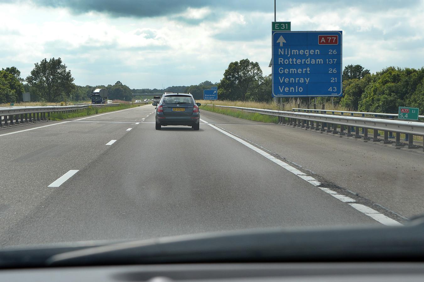 Verkeer op de A77 van Gennep naar knooppunt Rijkevoort.