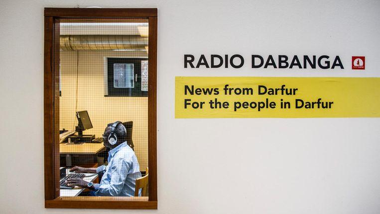 De redactie van Radio Dabanga aan de Weesperstraat Beeld Carly Wollaert