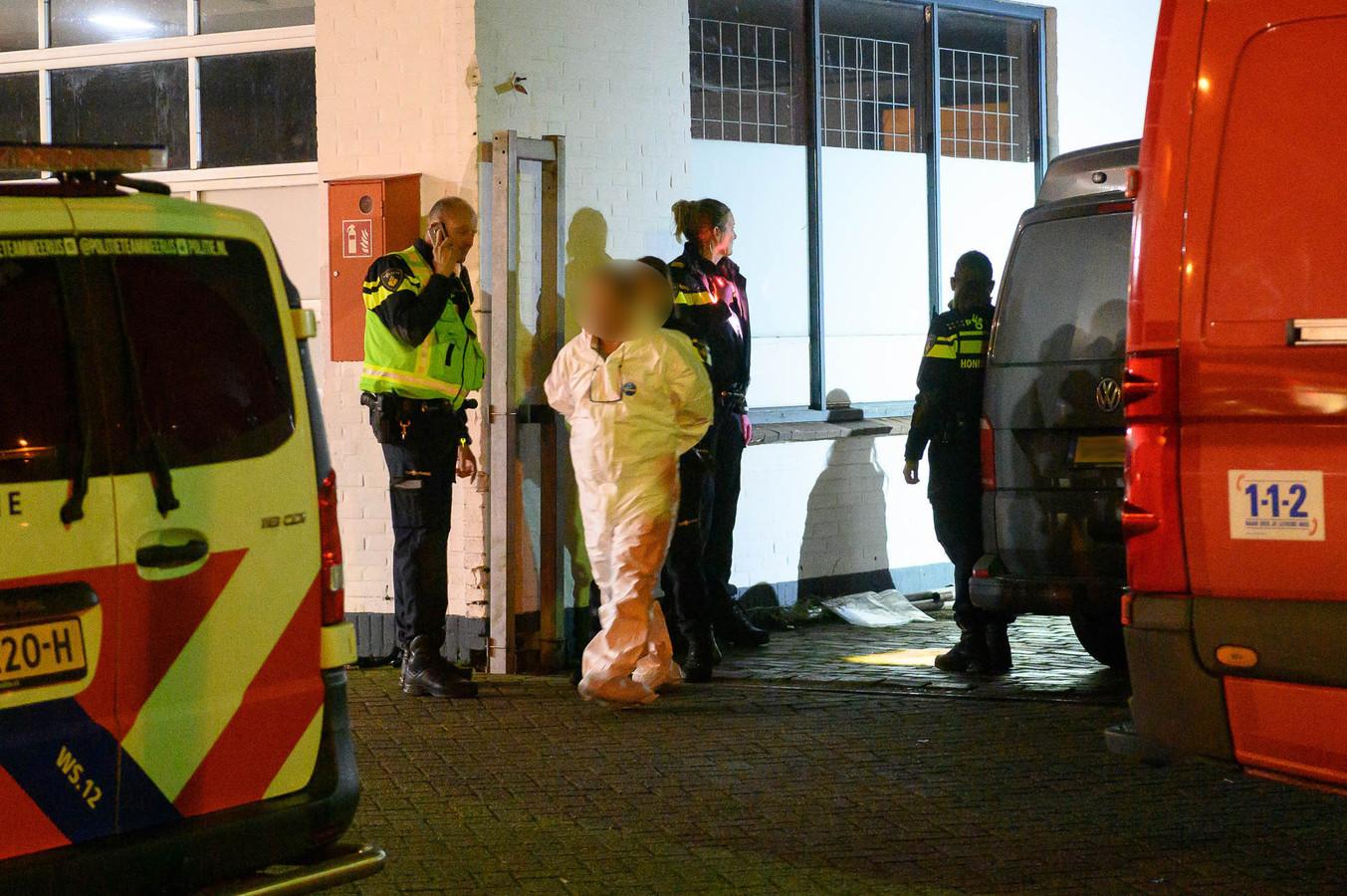 Vijf mannen zijn in de buurt van de loods aangehouden.