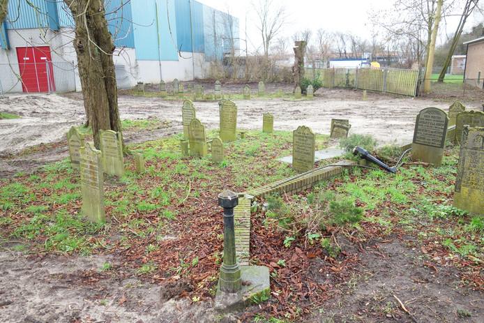 Het gaat om de oudste buitenkerkelijke begraafplaats van Zwolle.