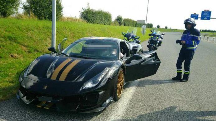 Deze Ferrari Pista 488, kostprijs ongeveer 380.000 euro, werd in beslag genomen.