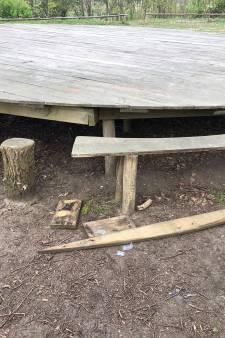 Boswachter met dood bedreigd door jongeren: 'Groep stond op onze picknicktafel te trappen'