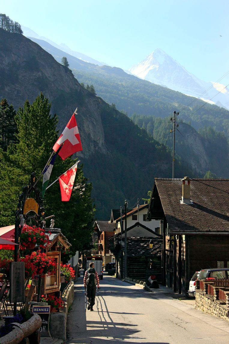 Evolène, het grootste dorp in het Val d'Hérens. Beeld Jonathan Vandevoorde