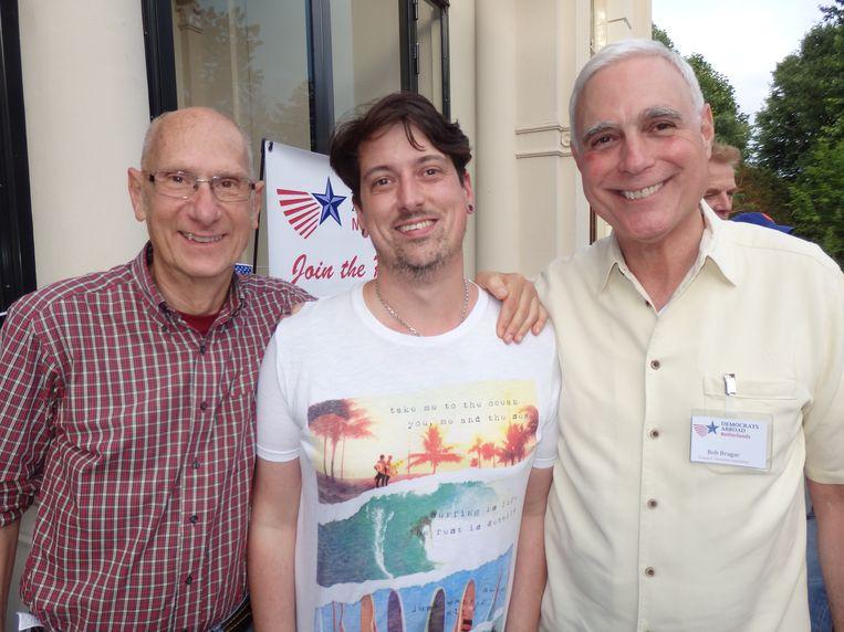 Gepensioneerd docent Andy Nicastro, Bobby Drake (Softwear) en Bob Bragar (Democrats Abroad). Beeld Hans van der Beek