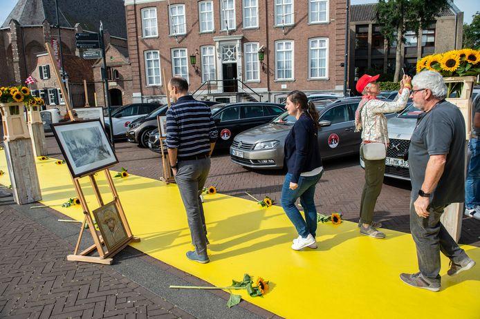 Vertegenwoordigers van touroperators uit Nederland, België en Duitsland nemen een kijkje in Etten-Leur om te zien wat het dorp allemaal te bieden heeft.