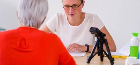 Eerste app-tester Annemarie uit Borne: landelijke invoering CoronaMelder 'bijna te laat'