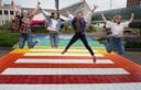 Regenboogpad in Houten: 'Ik ben wie ik ben en jij mag zijn wie je wil zijn'.