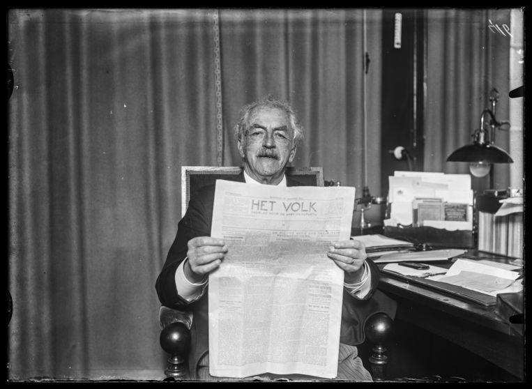 Zakenman en politicus Floor Wibaut in zijn werkkamer, 1926. Beeld Stadsarchief