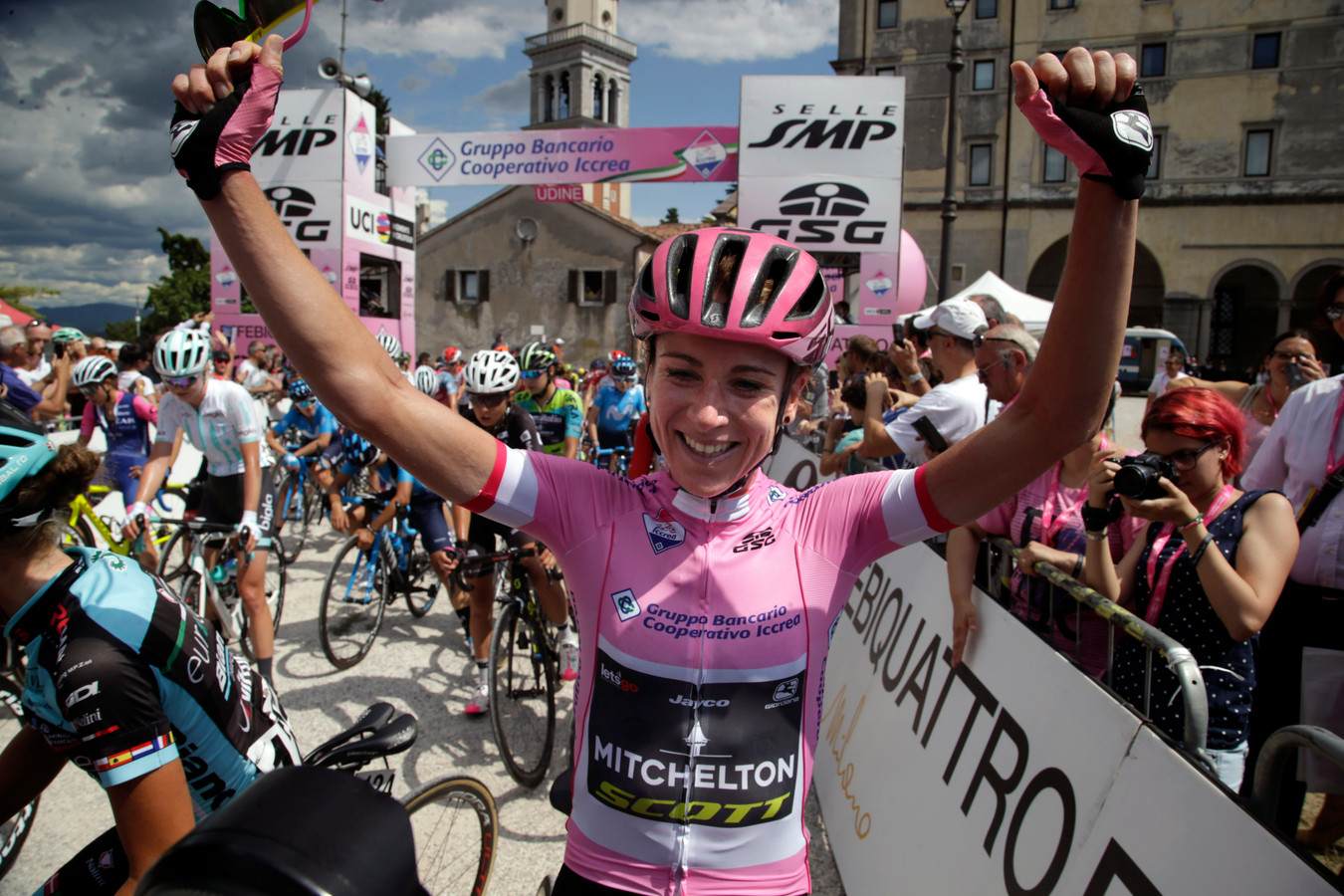 Annemiek van Vleuten na haar zege van de Giro Rosa vorig jaar.