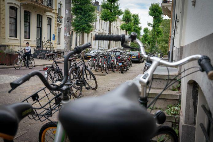 Niet alleen in het zwaar verkamerde Spijkerkwartier, maar in heel Arnhem moet gaan gelden dat je geen nieuwe kamerverhuur mag beginnen als er binnen 50 meter van jouw pand al een pandjesbaas actief is.