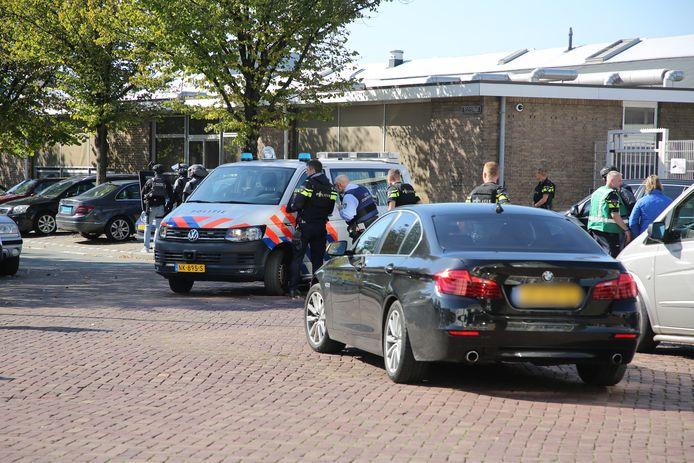 Arrestatieteam rukt uit op Telexstraat.