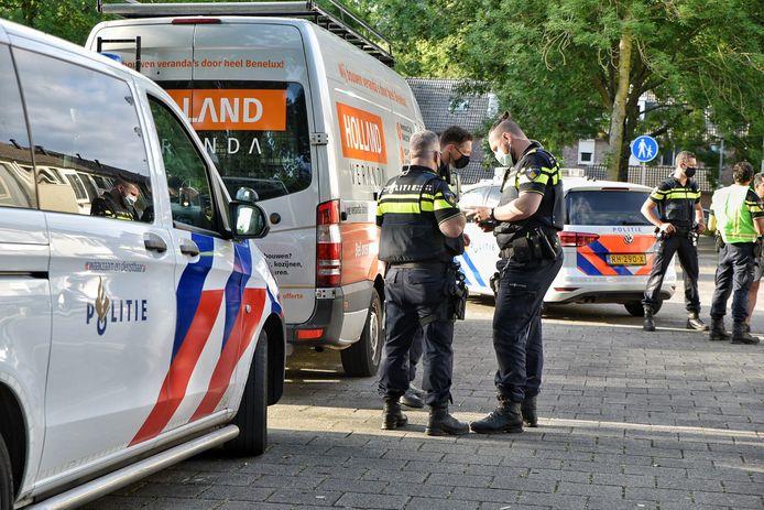 De politie is aanwezig in de Rossinistraat.