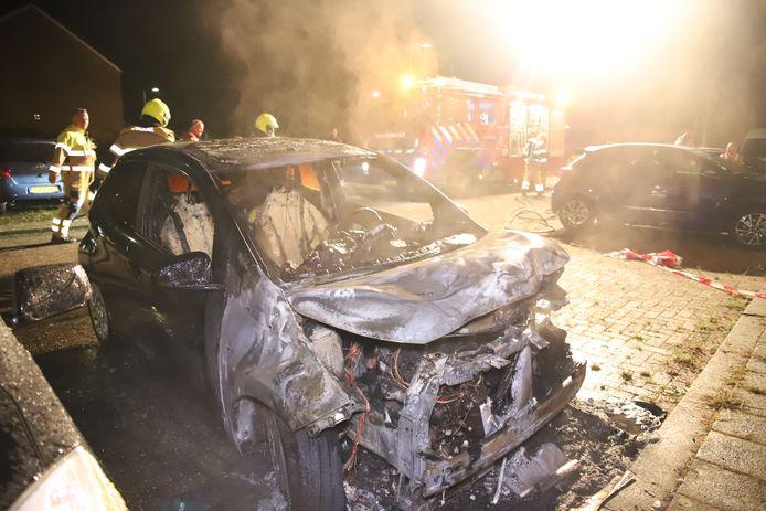Op een parkeerplaats in Culemborg is in de nacht van zaterdag op zondag een auto uitgebrand