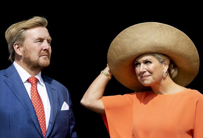 In Primo is te lezen hoe koning Willem-Alexander en koningin Maxima onder vuur liggen in Nederland.