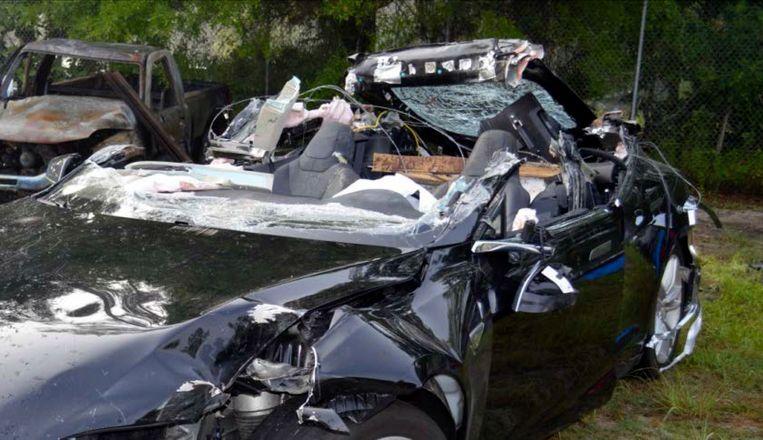 Bij een ongeval met een Tesla S in de zelfrijdende modus komt in 2016 de bestuurder om het leven. Beeld AP