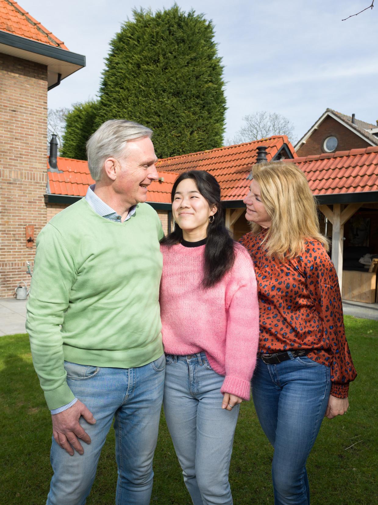 Yara Woortmeijer met haar ouders Helfred en Desirée: 'De procedures hier zijn echt goed en zorgvuldig.'