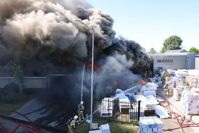 Er kwam veel rook vrij bij de brand in Oldebroek