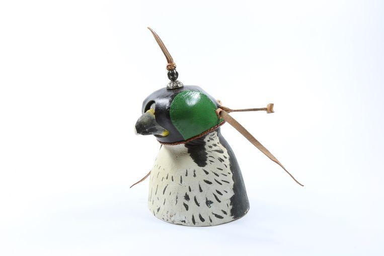 Huif (kopkapje) voor een slechtvalk; collectie Ria Wagenaar. Beeld Het Natuurhistorisch