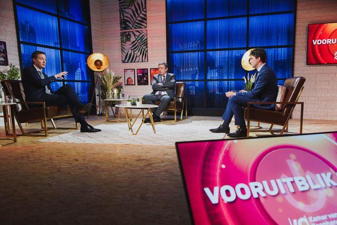 Alexander De Croo en Jan Jambon, op de rooster gelegd door moderator Michaël Van Droogenbroeck.