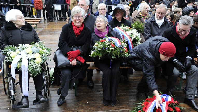 Nabestaanden en geïnteresseerden kwamen vanochtend in het Wertheimpark bijeen om te herdenken dat het 71 jaar geleden is dat concentratiekampen Auschwitz en Birkenau op 27 januari 1945 werden bevrijd. Beeld anp
