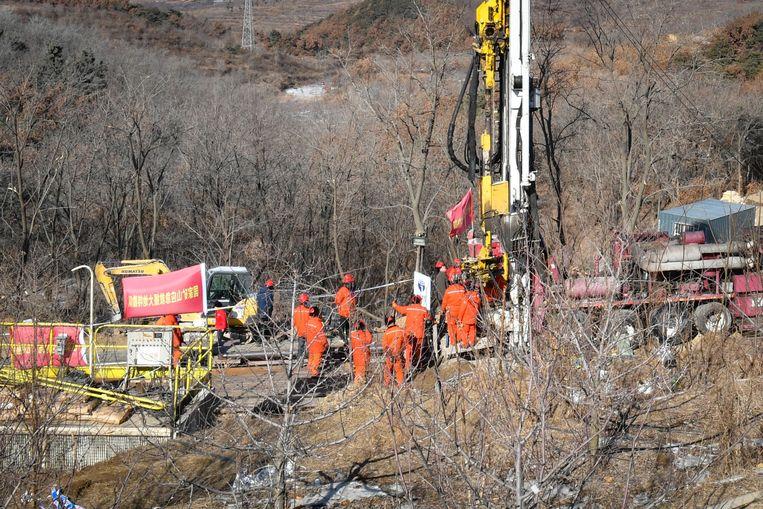 Reddingswerkers bij de mijn in de buurt van de Chinese plaats Qixia. Beeld AFP