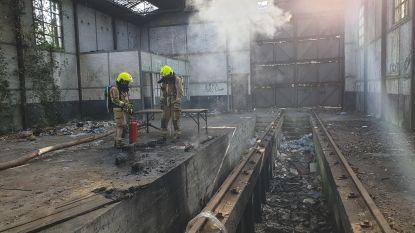 Brand in leegstaande hangar is aangestoken
