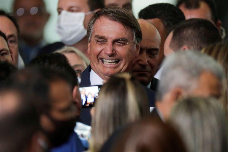 President Jair Bolsonaro is fel tegenstander van beperkende maatregelen en vindt dat zijn landgenoten moeten 'ophouden met jammeren'. Beeld REUTERS