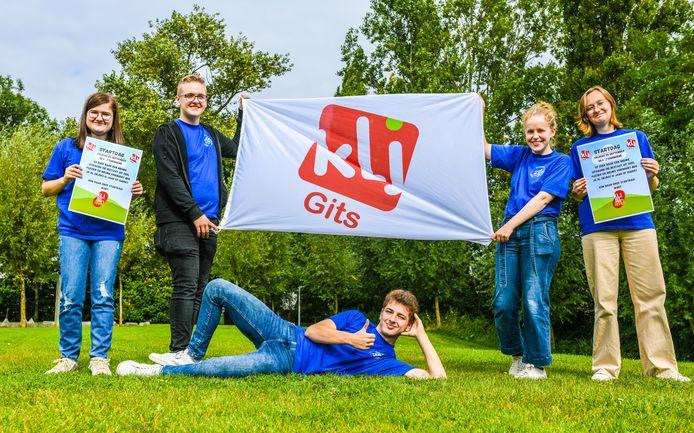 De KLJ van Gits organiseert een nieuwe startdag. We zien Lore, Kiano, Sarah, Luna en Cerian (liggend)