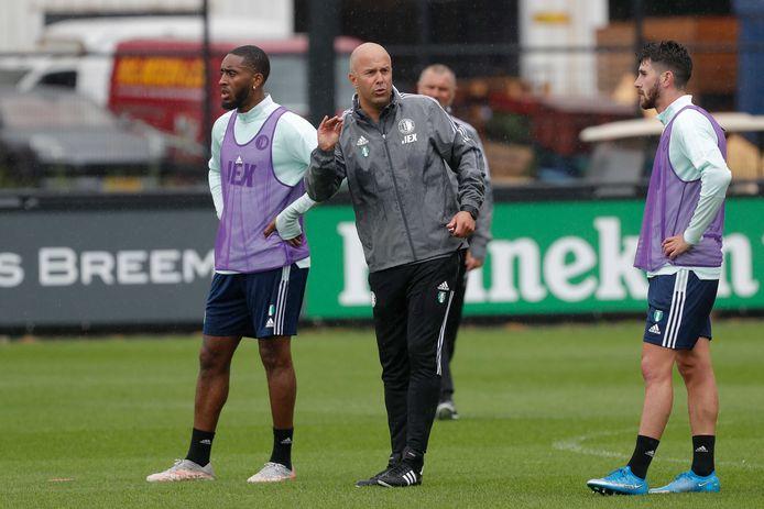 Arne Slot tijdens zijn eerste training bij Feyenoord.