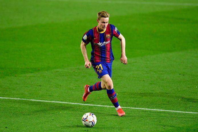 Frenkie de Jong aan de bal tegen Real Valladolid.