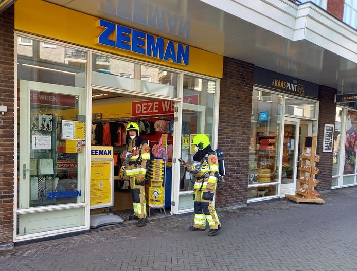 De brandweer bij de Zeeman.