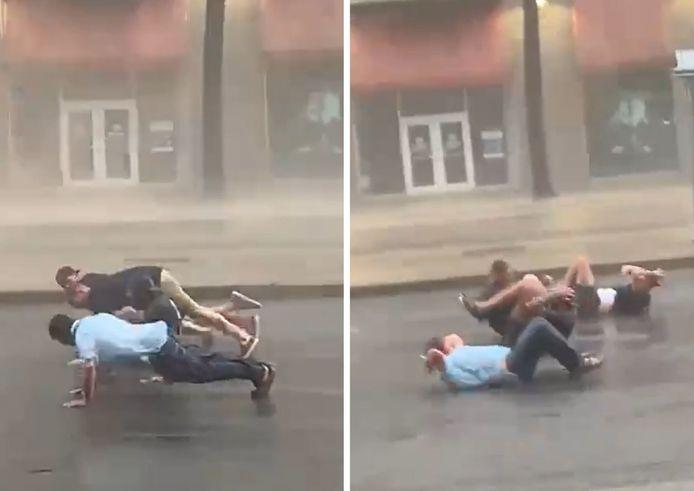 De jeunes inconscients ont fait des pompes et des abdos en pleine rue alors que l'ouragan Ida frappait violemment la Louisiane aux États-Unis.